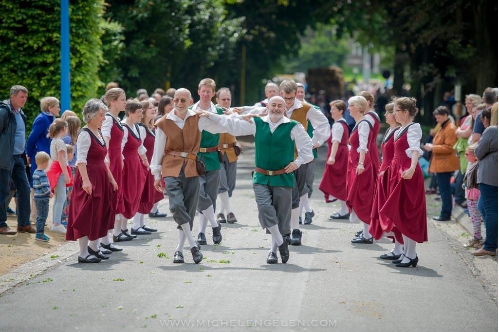 Foto dansers stoet Grimbergen